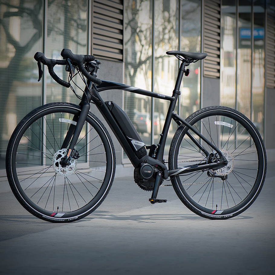 yamaha-electric-bikes-2018-urban-rush-left-profile-city-pavement.jpg