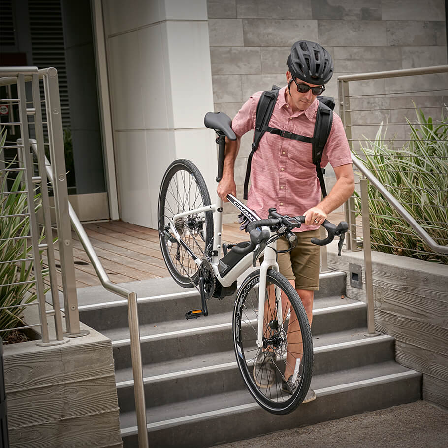 yamaha-power-assist-bikes-2020-civante-man-carries-bike-downstairs.jpg